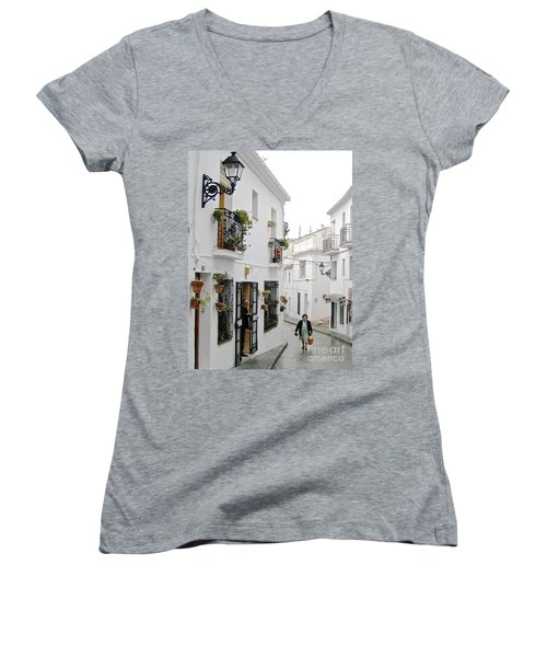 Women's V-Neck T-Shirt (Junior Cut) featuring the photograph Dinner Delivery by Suzanne Oesterling