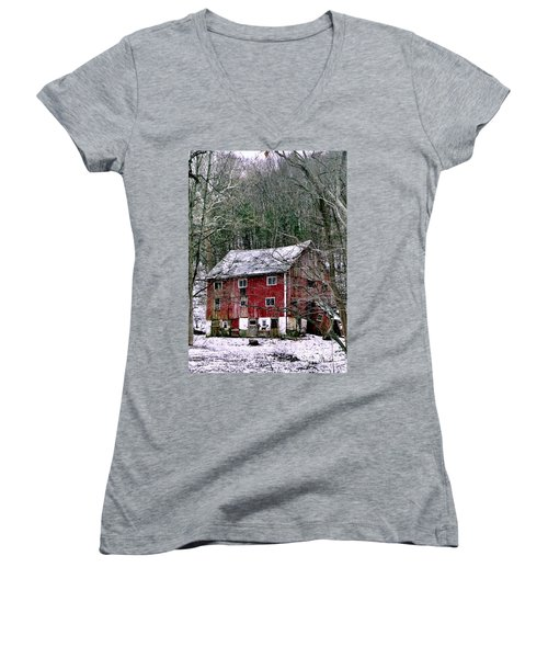 Women's V-Neck T-Shirt (Junior Cut) featuring the photograph Pennsylvania Dusting by Michael Hoard