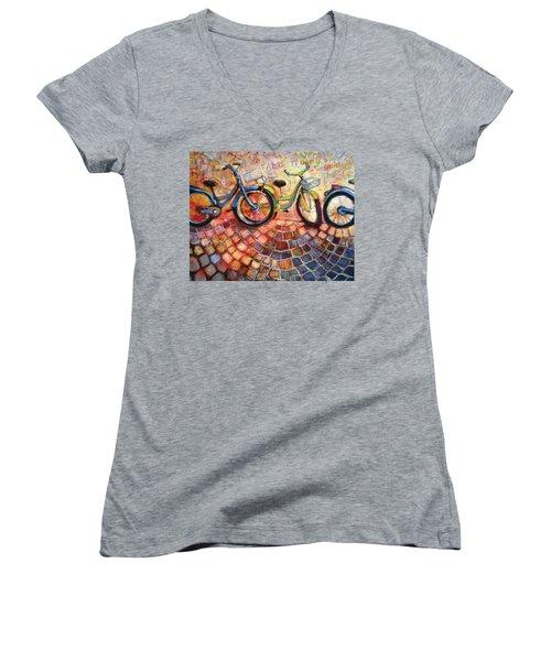 Fa Caldo Troppo Guidare Women's V-Neck T-Shirt