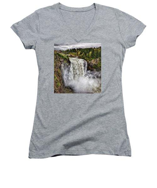 Falls In Love Women's V-Neck T-Shirt (Junior Cut)