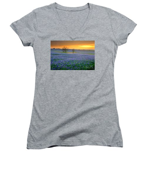 Field Of Dreams Texas Sunset - Texas Bluebonnet Wildflowers Landscape Flowers  Women's V-Neck T-Shirt