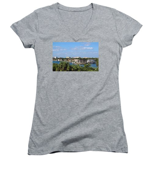 Florida Vacation Women's V-Neck T-Shirt