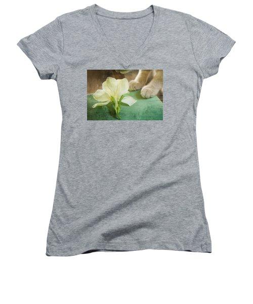 Fragrant Gardenia Women's V-Neck T-Shirt