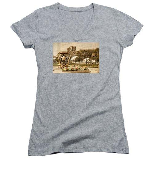 Gig'em Women's V-Neck T-Shirt