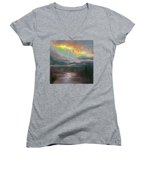 Gold Lining - Chugach Mountain Range En Plein Air Women's V-Neck