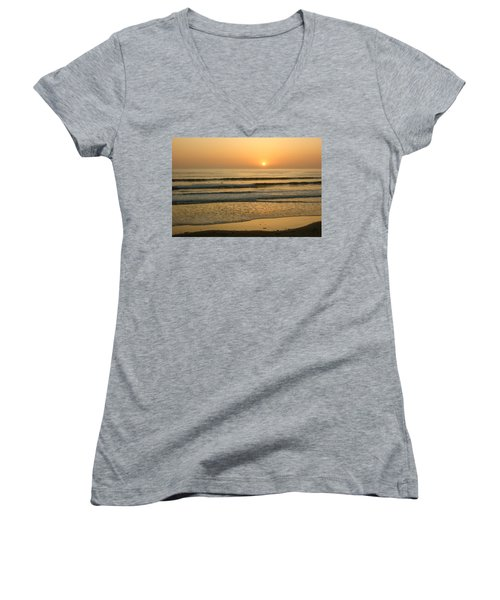 Golden California Sunset - Ocean Waves Sun And Surfers Women's V-Neck T-Shirt