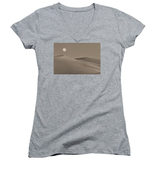 Great Sand Dunes Women's V-Neck (Athletic Fit)