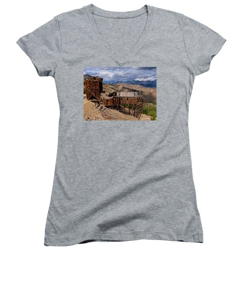 Holding On Women's V-Neck T-Shirt
