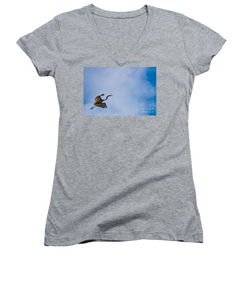 Hopeful Egret Building A Home  Women's V-Neck T-Shirt