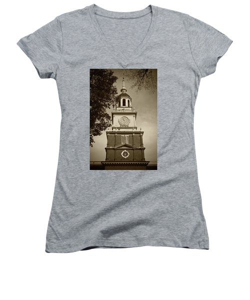 Independence Hall - Bw Women's V-Neck T-Shirt
