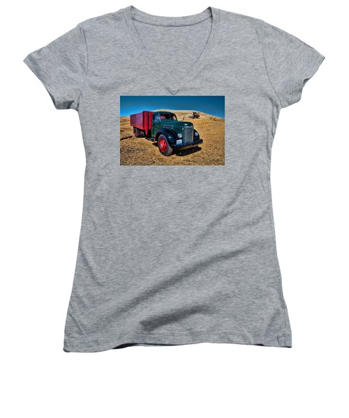 International Farm Truck Women's V-Neck T-Shirt