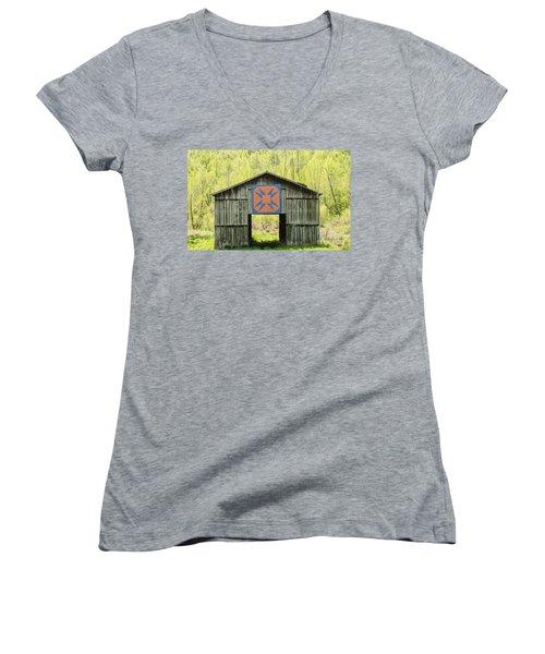 Kentucky Barn Quilt - Happy Hunting Ground Women's V-Neck