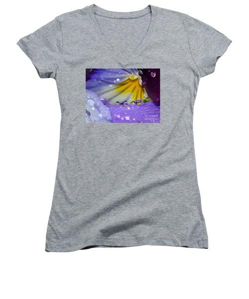 Little Faces Women's V-Neck T-Shirt