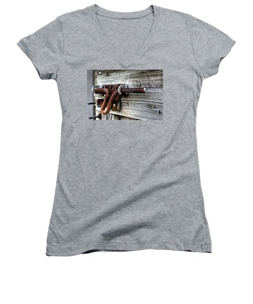 Lock Women's V-Neck