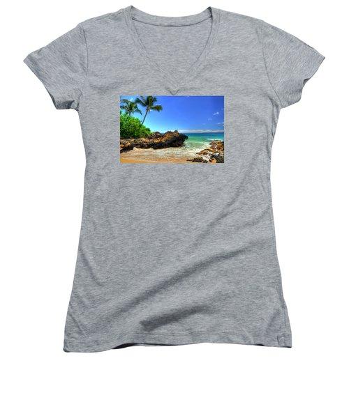 Makena Secret Cove Paako Beach Women's V-Neck T-Shirt (Junior Cut) by Kelly Wade