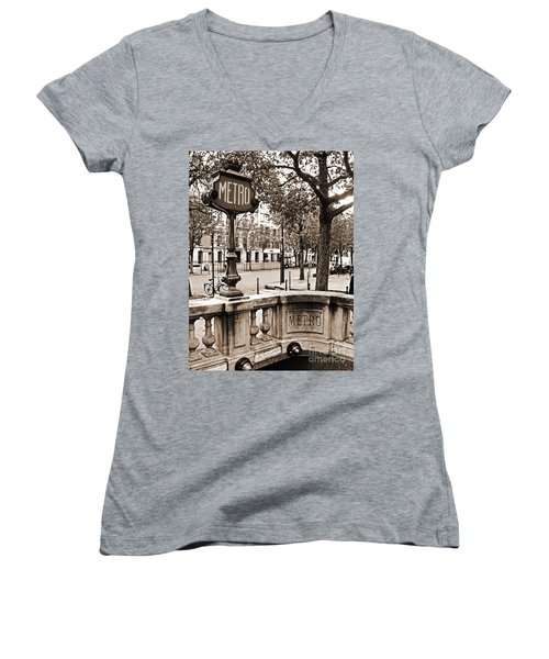 Metro Franklin Roosevelt - Paris - Vintage Sign And Streets Women's V-Neck