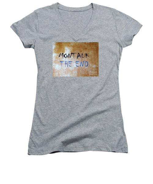 Montauk-the End Women's V-Neck T-Shirt