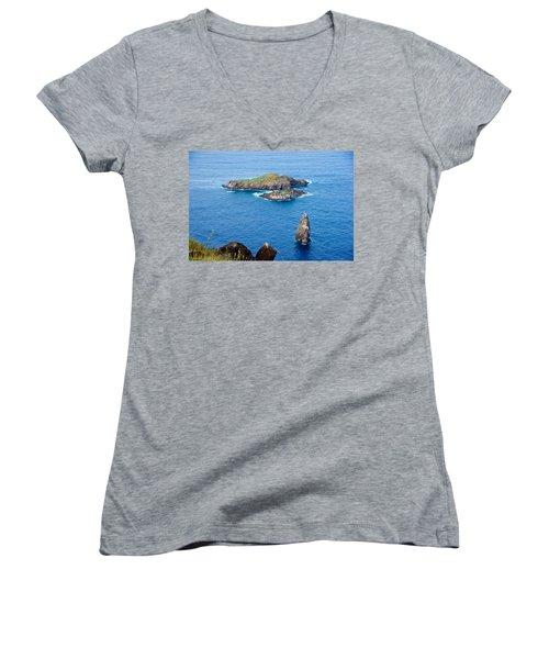 Motu Kao Kao Women's V-Neck T-Shirt