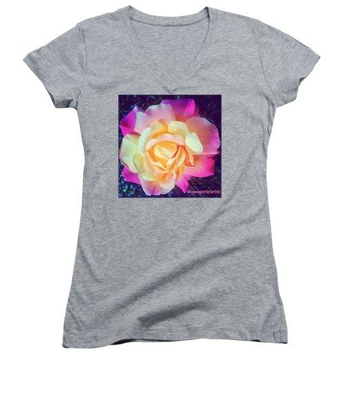 My Favorite Rose - The Lady Diana Women's V-Neck T-Shirt