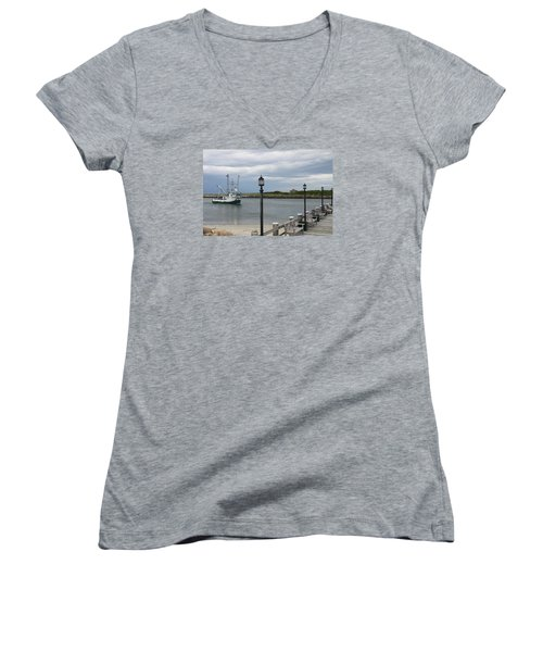 New Species Head Back Women's V-Neck T-Shirt (Junior Cut) by Christiane Schulze Art And Photography
