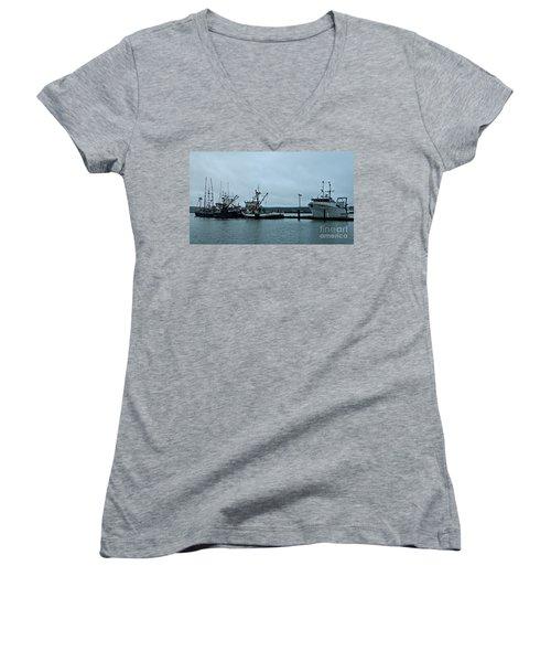 Newport Fishing Boats Women's V-Neck T-Shirt (Junior Cut)