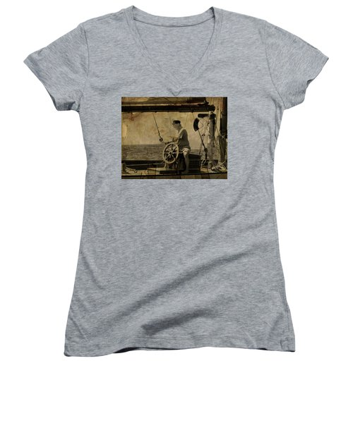 old sailor A vintage processed photo of a sailor sitted behind the rudder in Mediterranean sailing Women's V-Neck T-Shirt (Junior Cut)