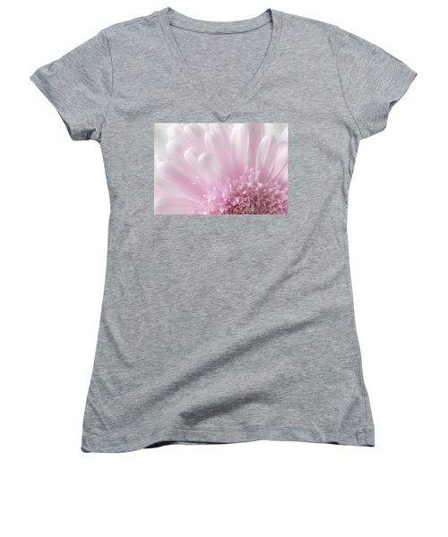 Women's V-Neck featuring the photograph Pastel Daisy by Dale Kincaid