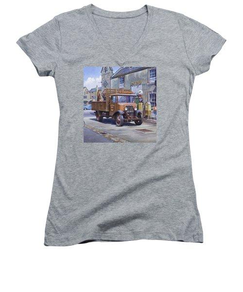 Piggy Goes To Market Women's V-Neck T-Shirt
