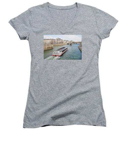 River Seine Excursion Boats Women's V-Neck T-Shirt