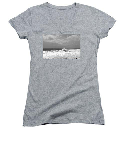 Rolling Surf  Women's V-Neck T-Shirt