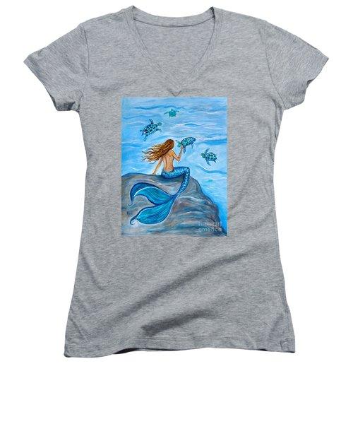 Sea Turtle Friends Women's V-Neck T-Shirt (Junior Cut) by Leslie Allen