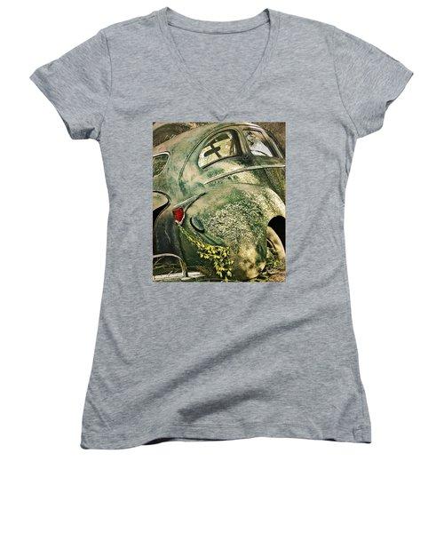 Slow Curves Women's V-Neck T-Shirt