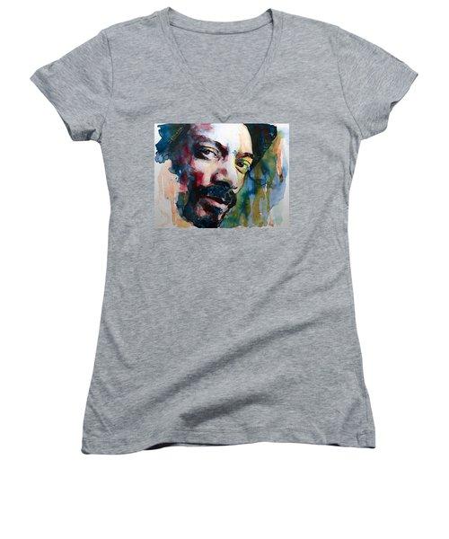 Snoop Dogg Women's V-Neck T-Shirt (Junior Cut) by Laur Iduc