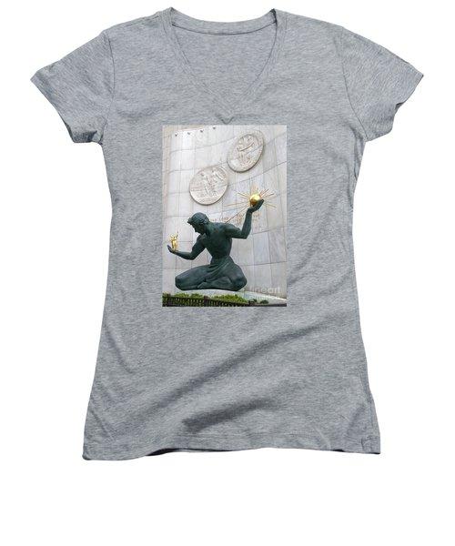Spirit Of Detroit Monument Women's V-Neck T-Shirt (Junior Cut) by Ann Horn