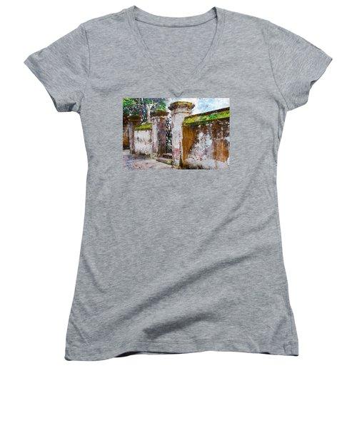 Brick Wall Charleston South Carolina Women's V-Neck T-Shirt