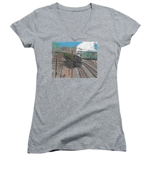 Train 641 Women's V-Neck (Athletic Fit)