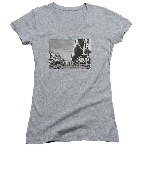 Train Graffiti  Women's V-Neck T-Shirt
