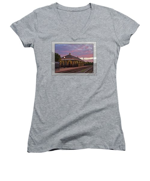 Waiting On The Train Women's V-Neck T-Shirt (Junior Cut)