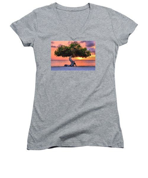 Watapana Tree - Aruba Women's V-Neck (Athletic Fit)
