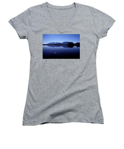 Water Mirror Women's V-Neck