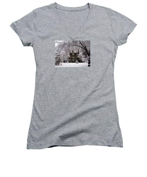 Winter At The Ahwahnee In Yosemite Women's V-Neck T-Shirt (Junior Cut) by Carla Parris