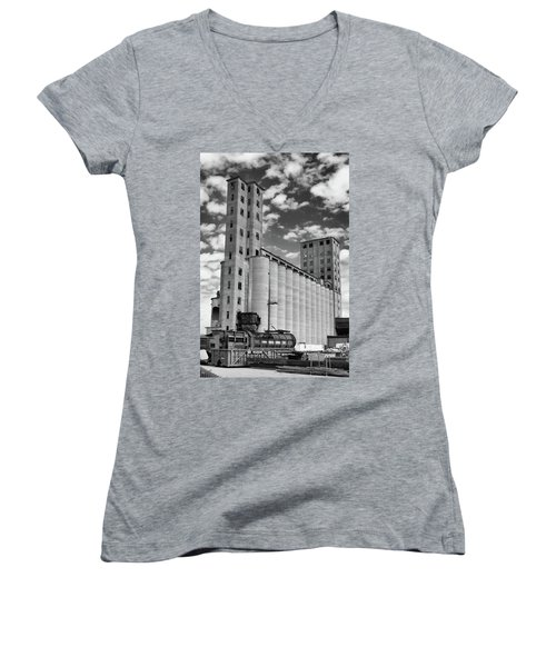 Abandoned 8910 Women's V-Neck