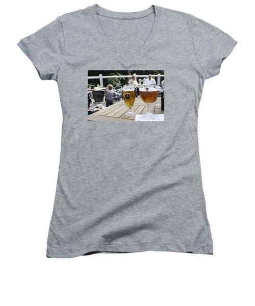 Beer-mania Women's V-Neck T-Shirt