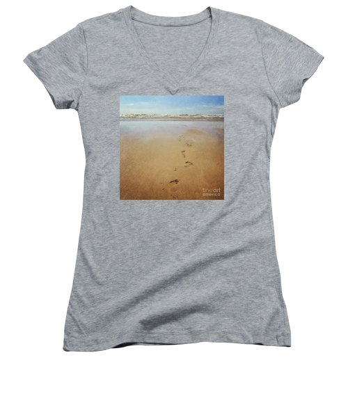 Footprints In The Sand Women's V-Neck T-Shirt (Junior Cut) by Lyn Randle