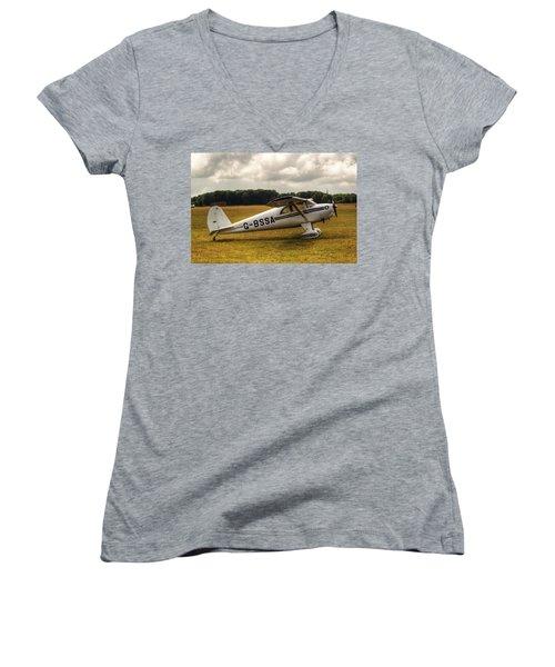 Luscombe 8e Deluxe 2 Seater Plane Women's V-Neck T-Shirt