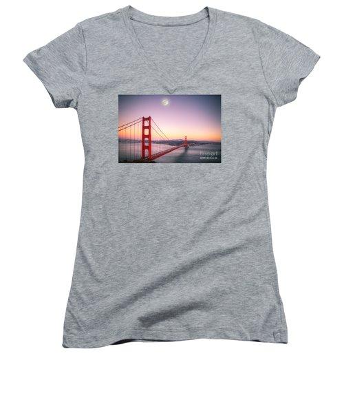 Sunset In San Francisco Women's V-Neck T-Shirt