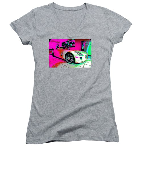 Who Is Who Women's V-Neck T-Shirt