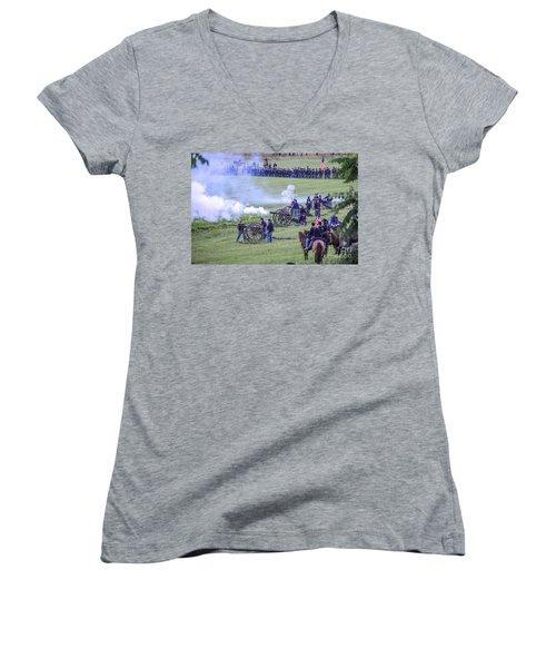 Gettysburg Union Artillery And Infantry 7439c Women's V-Neck