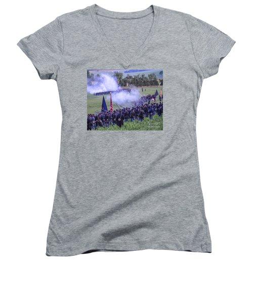 Gettysburg Union Artillery And Infantry 7496c Women's V-Neck