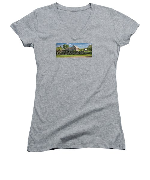 #0079 - Robert's Barn, New Hampshire Women's V-Neck T-Shirt